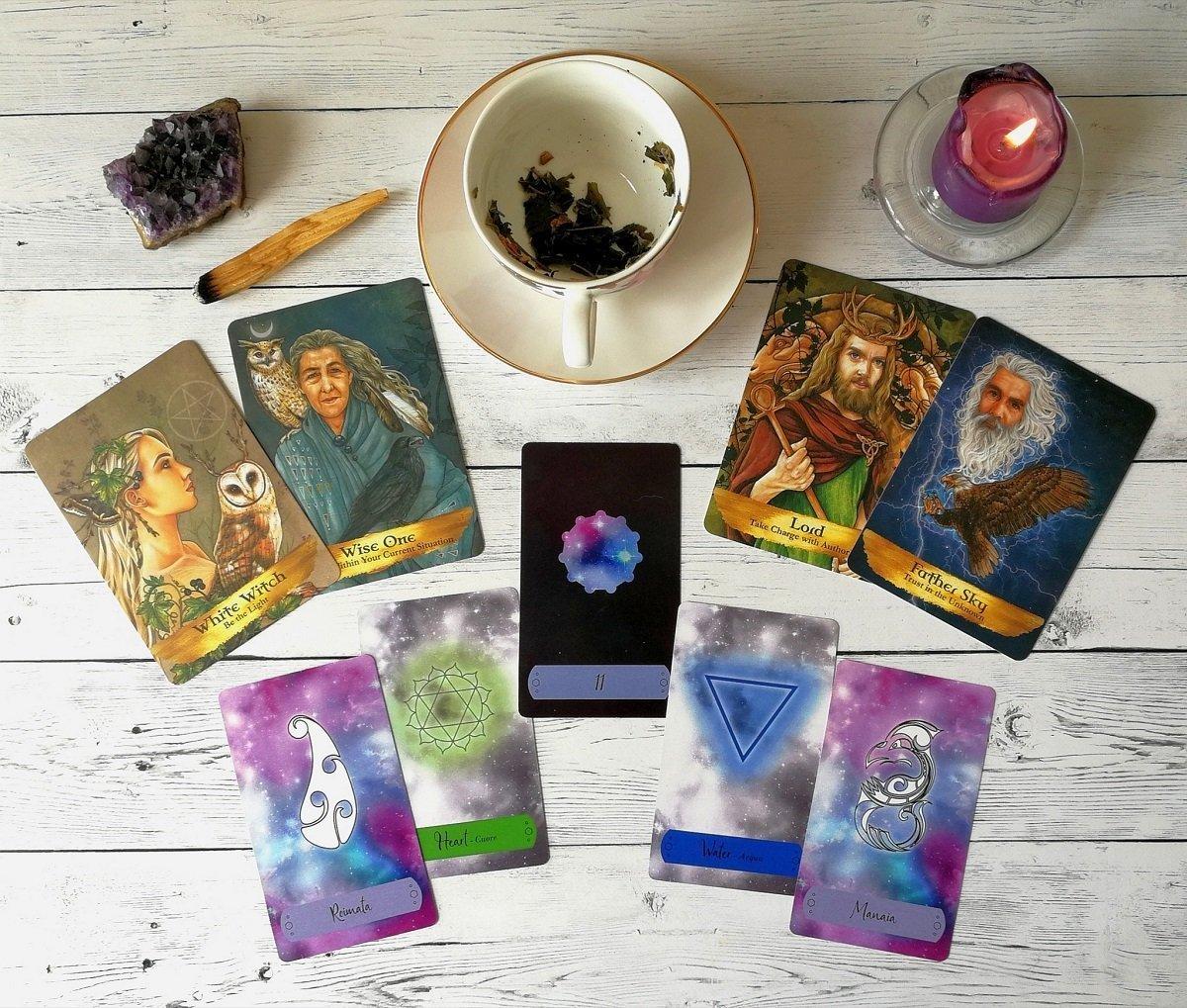 karma familiare e antenati - carte oracolo e lettura delle foglie di tè