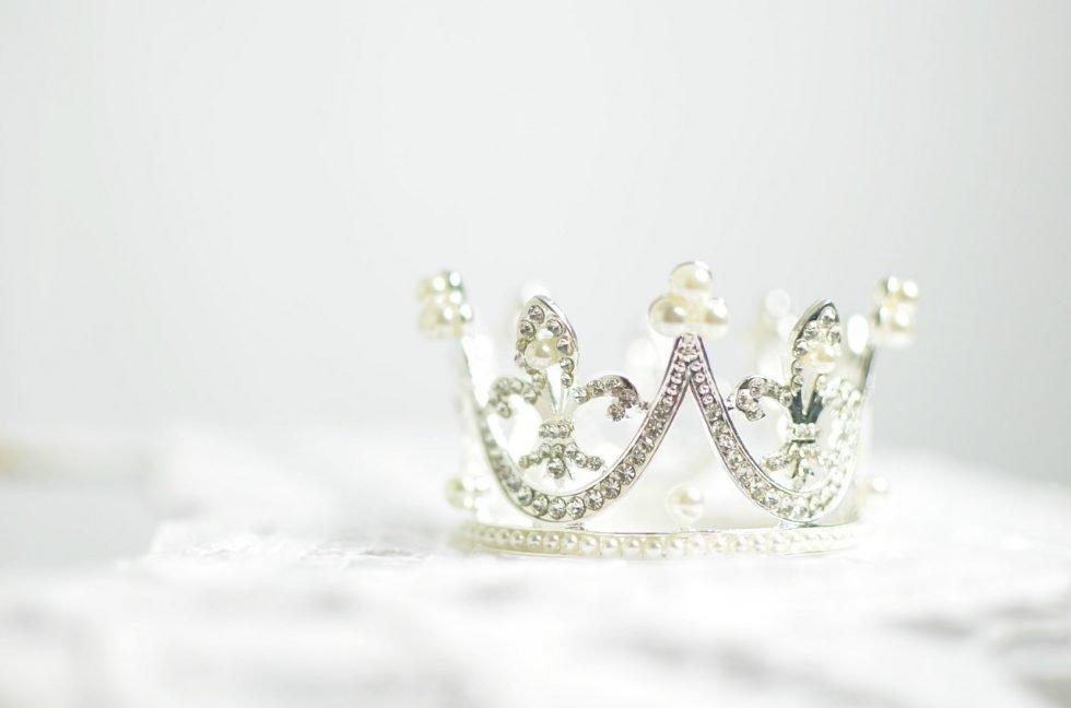 corona - crown